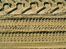 Gummireifen spüren im Sand auf Stockfotos