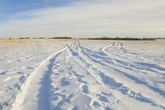 Gummireifenspurdruck im Schnee Lizenzfreies Stockbild
