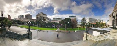 GUMMISTÖVEL NYA ZEELAND - SEPTEMBER 5th, 2018: Nyazeeländska parlamentbyggnader på en solig dag royaltyfri foto