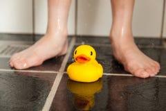 Gumowa kaczka w prysznic Zdjęcie Royalty Free