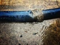 Gumowej tubki woda przepuszcza out Obraz Stock