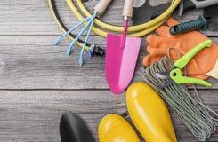 Gumowi buty i ogrodowi narzędzia Zdjęcie Royalty Free