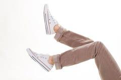Gumshoes sulle gambe femminili fotografia stock