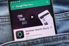 Gumtree : L'appli de recherche, d'achat et de vente sur le site Web de Google Play Store montré sur le smartphone caché dans des  images libres de droits
