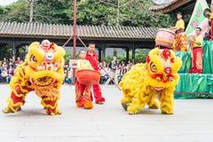 GUNAGDONG, CHINA - 28 Nov. 2015: Lion Dance in Foshan Voorouderlijk T Royalty-vrije Stock Fotografie