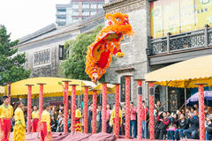 GUNAGDONG, CHINA - 28 Nov. 2015: Lion Dance in Foshan Voorouderlijk T Stock Fotografie