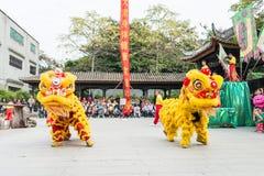 GUNAGDONG, CHINA - 28 Nov. 2015: Lion Dance in Foshan Voorouderlijk T Royalty-vrije Stock Foto's
