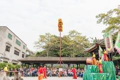 GUNAGDONG, CHINA - 28 Nov. 2015: Lion Dance in Foshan Voorouderlijk T Stock Afbeelding