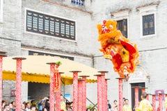 GUNAGDONG, CHINA - 28 Nov. 2015: Lion Dance in Foshan Voorouderlijk T Stock Afbeeldingen
