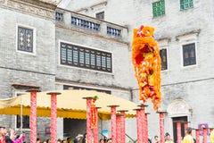GUNAGDONG, CHINA - 28 Nov. 2015: Lion Dance in Foshan Voorouderlijk T Stock Fotografie