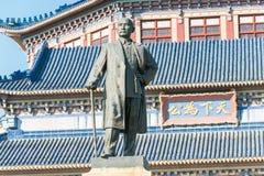 GUNAGDONG KINA - November 26 2015: Dr Sun Yat-sen staty på dren Su Arkivbild