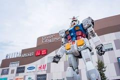 Gundam雕象在DivercCity东京广场的在东京 库存照片