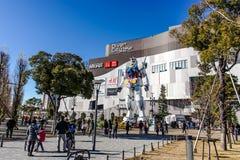 Gundam statua przy odaiba nurka miastem Fotografia Royalty Free