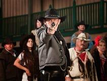 Gunfighter richt kanon op camera Royalty-vrije Stock Afbeelding