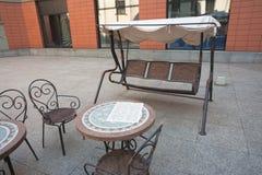 Gunga i cafe royaltyfri foto