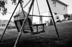 Gunga i en trädgård Arkivfoto