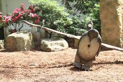 Gunga med pingvinet royaltyfria bilder