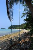 Gunga på stranden av Koh Chang Arkivbild