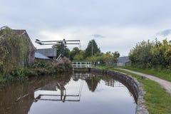 Gungabro på den Brecon och Monmouthshire kanalen Royaltyfria Foton
