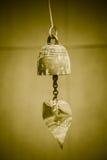 Gunge envejecido viejo pequeña Bell de cobre amarillo foto de archivo
