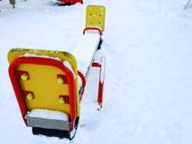 Gungor i lekplats för unge` s på snö Fotografering för Bildbyråer