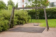 Gungor på lekplatsen på sommar Royaltyfria Foton