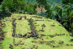 Gunung Padang megalitisk plats i Cianjur, västra Java, Indonesien royaltyfri foto