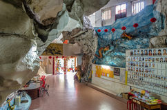 Gunung Rapat位于怡保南部南天狮钳子寺庙的内部看法 库存照片