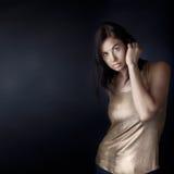 guppa kvinnan för mörkt hår Arkivfoton