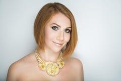 Guppar orange hår för kvinnan royaltyfri fotografi