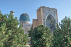 Gur-e-Amir Mausoleum in Centraal Samarkand, Oezbekistan langs royalty-vrije stock foto's