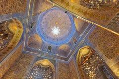 Gur-e-Amir Mausoleum in Centraal Samarkand, Oezbekistan langs stock fotografie