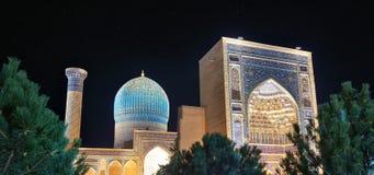 Gur-e-Amir Mausoleum in Centraal Samarkand, Oezbekistan langs stock foto's