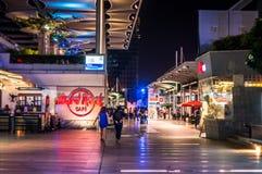 Gurgaon di Cyberhub alla notte Fotografie Stock