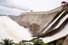 Guri hydro-elektrische dam stock afbeeldingen