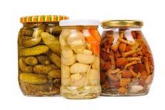 gurkachampinjongrönsaker på burk Arkivbilder