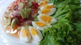 Gurkasallad med räkor och det kokta ägget Royaltyfri Fotografi