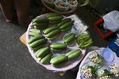 Gurke für Verkauf im Straßenmarkt Stockbild
