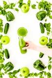 Gurke, Pfeffer, Apfel, Knollensellerie Gemüse für grünliches organisches smoothy für Sportdiät auf Draufsicht des Steinhintergrun Stockfoto