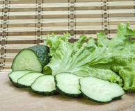 Gurke und Kopfsalat Stockbild
