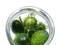 Gurken im Glasglas lizenzfreies stockbild