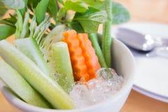 Gurkenkarotten und Kuherbse auf Eis Lizenzfreie Stockfotografie