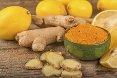 Gurkmeja, citron och ingefära royaltyfri bild
