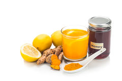Gurkmeja rotar med citronen, och honung dricker, kraftig läka bev arkivfoton