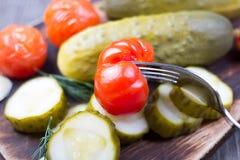 Gurkor och salt tabell för tomater Royaltyfria Bilder