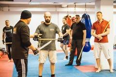 Guro Roger Agbulos Lameco Astig Combative FMA seminarium Belgrade Royaltyfri Fotografi