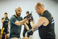 Guro Roger Agbulos Lameco Astig Combative FMA seminarium Belgrade Arkivbild