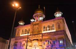 Gurudwara Sis Ganj Sahib in altem Delhi verziert mit Lichtern Stockbild