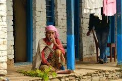 Gurung etniczna kobieta w himalajach Obrazy Royalty Free