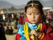 Gurungs-Mädchen im Trachtenkleid Stockbild
